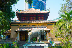 Ho Chi Minh, Vietnam Statue des Elefanten im Zoo von Ho Chi Minh-Stadt Statue wurde nach Vietnam am 8. April 1930 von Rama darges Lizenzfreie Stockfotos