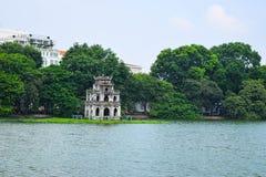 Ho Hoan Kiem, der kleine See im alten Teil von Hanoi, Vietnam, mit dem Kontrollturm der Schildkröten-Tower Schildkröten-Turm ist  stockbild