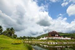 Ho Kham Luang Chiang Mai Koninklijke Flora Ratchaphruek in de bewolking royalty-vrije stock fotografie