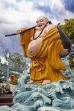 Ho Tai Laughing Buddha Statue på hagtornmedeltalvillan Arkivfoto