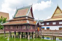 Ho Trai - construção tradicional do Tailandês-estilo usado como uma biblioteca essa scriptures budistas Tripitakal das casas em W imagens de stock