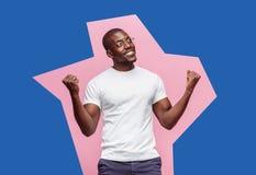 Ho vinto Uomo felice di conquista di successo che celebra essendo un vincitore Immagine dinamica del modello del maschio di afro Immagine Stock Libera da Diritti