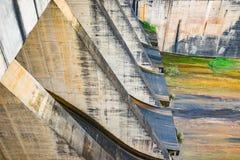 Hoa Binh, Vietnam - 14. Januar 2016: Ausgangentladungstor in Hoa Binh Hydroelectricity Plant Die Anlage wurde von 1979 bis 1994 e Lizenzfreies Stockfoto