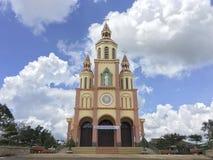 Hoa una iglesia católica en la canción de Dak, Vietnam Imágenes de archivo libres de regalías
