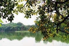 Hoan-Kiem湖在秋天 图库摄影