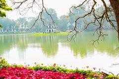 Hoan Kiem sjö på Tet ferie royaltyfri fotografi