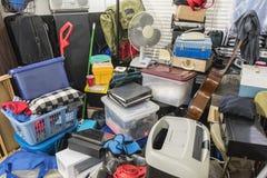Hoarder Huis met Opgeslagen Dozen en Punten wordt ingepakt dat royalty-vrije stock fotografie