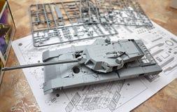 Hobby - Assemblage van verminderde exemplaren van echte gevechtstanks Dergelijke modellen zijn zeer populair en vele ventilators  royalty-vrije stock afbeeldingen