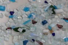 Hobby con il mosaico colorato del whight e del blu e la superficie di bianco immagine stock