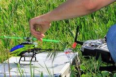 Hobby di modello dell'elicottero radiocomandato fotografia stock