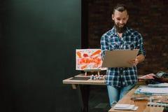 Hobby för expertis för idéer för panel för konstnärfröjdmålning arkivbilder