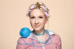 Hobby. Homemaker knitter Royaltyfria Bilder