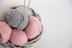 hobby wielu ludzi robi na drutach przędzy Zdjęcie Royalty Free