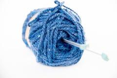 hobby wielu ludzi robi na drutach przędzy Fotografia Royalty Free