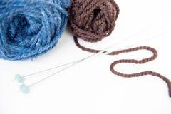 hobby wielu ludzi robi na drutach przędzy Obrazy Stock