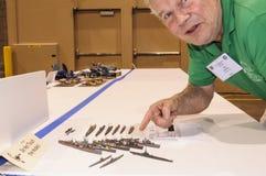Hobbyist показывает его модели на моделируя конвенции в Фениксе, Аризоне стоковая фотография