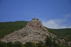 Hoch über der Welt die berühmte Krimkirche von Foros lizenzfreie stockfotografie