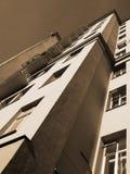 Hoch gelegenes Gebäude Lizenzfreie Stockfotos