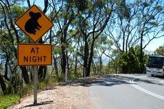 Hoch Verkehrsschild des Bergs Die Gezeiten waren herein an diesem Tag australien Stockfotografie