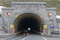 Hochalpenstrasse高山路在奥地利,这里Hochtor隧道 库存照片