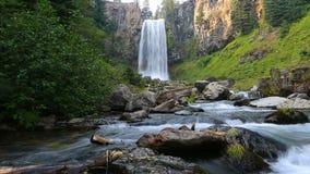Hochauflösender Film 1080p mit Audio von schönem Tumalo fällt westlich Biegungs-Oregon-hd stock footage