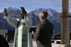 Hochfirst: Godsdienstige bergceremonie in Montafon-vallei met a royalty-vrije stock afbeeldingen