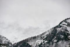 Hochgebirge in der Wolke Stockfoto