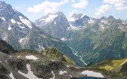 Hochgebirge an einem Sommertag Stockfotografie