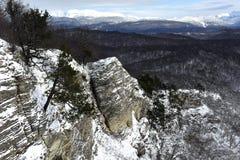Hochgebirge-Tal bedeckt durch Schnee Stockfoto
