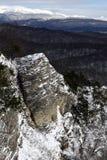 Hochgebirge-Tal bedeckt durch Schnee Lizenzfreie Stockbilder
