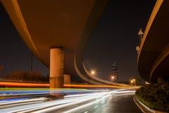 Hochgeschwindigkeits- und unscharfe Busleuchtespuren Stockbilder