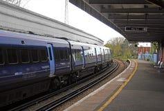 Hochgeschwindigkeitszug an der Station Lizenzfreies Stockbild