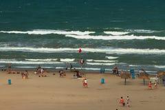 Hochgezogene rote Farben auf Seestrand Valencia, Spanien Lizenzfreie Stockfotografie