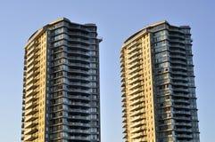 Hochhäuser am Sonnenuntergang Lizenzfreie Stockfotos