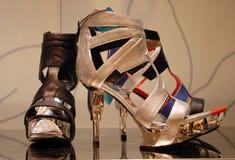 Hochhackige glänzende Schuhe Lizenzfreie Stockfotos