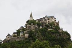 Hochosterwitzkasteel bij rots, Carinthia in Oostenrijk Stock Fotografie