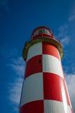 hochragen oben betrachten roter und weißer Leuchtturm Stockfoto