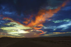 Hochrote Wolken bei Sonnenuntergang Lizenzfreies Stockbild