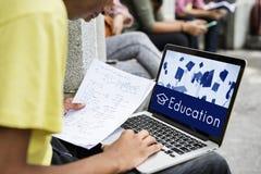 Hochschulbescheinigungs-Lehrplan-Schulikone Lizenzfreies Stockfoto