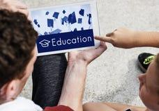 Hochschulbescheinigungs-Lehrplan-Schulikonen-Konzept Stockfotos