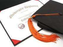 Hochschuldiplom mit Schutzkappe und Troddel Lizenzfreie Stockfotografie