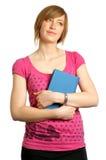 Hochschulstudent, der ein Buch und ein Denken anhält Stockbilder