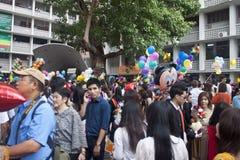 Hochschulstudenten feiern ihre Staffelung Lizenzfreie Stockbilder