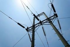 Hochspannungselektrizitäts-Mast Stockfoto