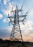 Hochspannungsleitungen Stromverteilungsstation Elektrischer HochspannungsFreileitungsmast Verteilung elektrisch lizenzfreie stockfotografie