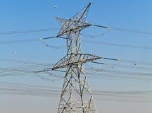 Hochspannungslinien elektrisch lizenzfreie stockbilder