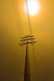 Hochspannungsstrommast im Sonnenuntergang Stockfotos