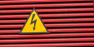 Hochspannungszeichen für das Warnen stockfoto