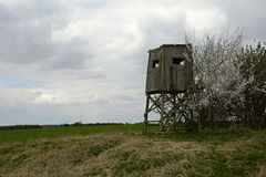 Hochstand am Rand des Feldes, Tschechische Republik, Europa Stockfotografie