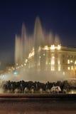 Hochstrahlbrunnen - alta fontana del getto sul quadrato di Schwarzenbergplatz a Vienna l'austria Fotografia Stock Libera da Diritti